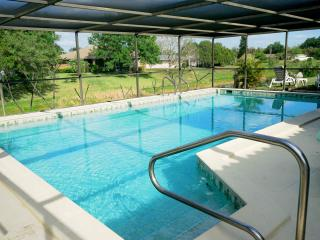 Canal Pool Home - 15 mins from Siesta Key Beach, Sarasota