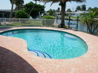 Paradisaical Enclave 5*Waterfront Pool/Dock/Kayak+, Holmes Beach