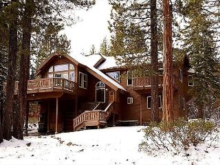 NEW LISTING - Beautiful 3 BR with Tahoe Park HOA and Hot Tub!!, Tahoe City