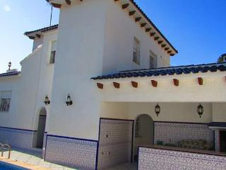 Large private villa 4 bed 4 bath + private pool, Villamartín