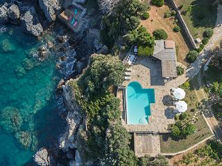 Gv - Samos  Seafront Estate with pool  Villa 2 with stunning sea views and  gardens on the seafront, Sámos