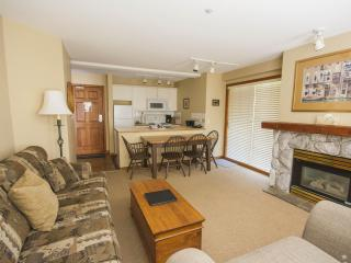 'Aspens' Ski-In/Ski-Out, Spacious 1 Bedroom Suite w/ Mountainside Pool & Hot Tub, Whistler