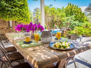 Naxos -  GV - Giardino Villa  - a marvelous seafront villa with pool that