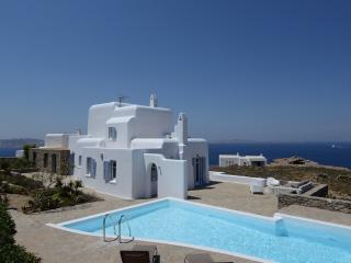 Villa Cristallo an elegant Mykonos villa with private pool & 5 bedrooms