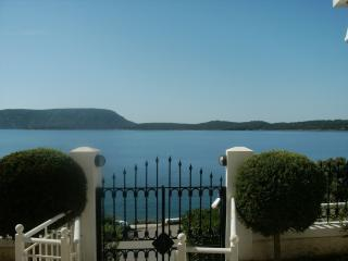 Porto Cheli - Ermioni Apartment right on the Sea Front with 3 bedrooms, Porto Heli