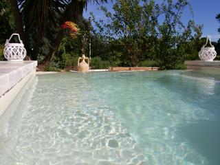 TRULLO MADIA NATURA E RELAX WITH SHARED JACUZZI