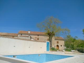 Big old renovated rustical house with pool, Svetvincenat