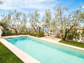 Amalfi Coast VILLA TATANO with private pool, free parking, wifi