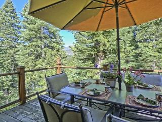 Spacious & Luxurious South Lake Tahoe Home – 5 Fireplaces, 2 decks + Hot Tub