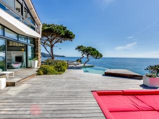 Sea-facing villa on Saint Tropez peninsula, Ramatuelle