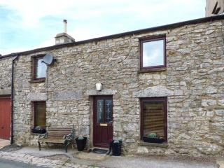 ROSEMARY COTTAGE, woodburning stove, pet-friendly, countryside views, Kirkby Lon