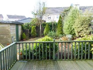 17 AN ROSEN, pet-friendly stylish cottage, open fire, garden, Dungarven Ref 928889