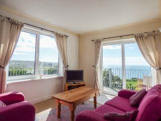 THE LOOKOUT, private beach access, sea views, balcony, pet-friendly, Sennen, Sennen Cove
