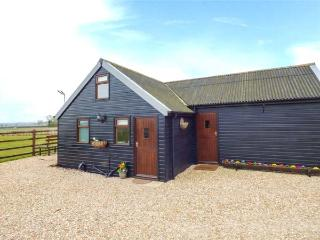 THE NOOK, woodburner, pet-friendly, good cycling and walking, Louth, Ref 933315