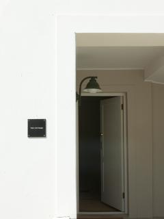 Alternative entrance going into bedrooms