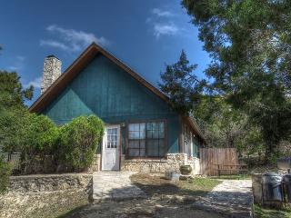 Frio River! - Canyon Oaks Subdivision - HART'S HIDEAWAY home in Concan.