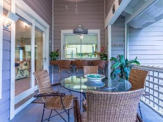 Free Beach Service! Spacious cottage with full kitchen and screened porch