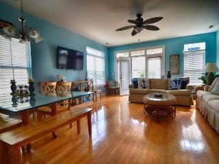 Wright Place Wright Time- Luxury 4 Bedroom Duplex, Carolina Beach