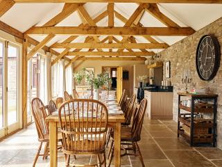 Sleeps 8-10, 6th- 9th October Special Price ~ £900