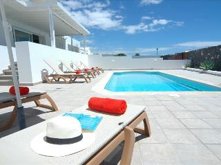 Puerto Calero Villa Sleeps 6 with Pool Air Con and WiFi - 5630233