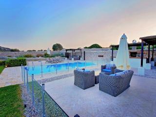 Aurai villa close to Ladiko with pool & Jacuzzi, Faliraki