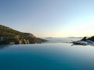 Celebrity villa 'Los Olivos' infinity pool under Kritina Castle - 7 island view, Kritinia