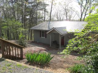 Morgan Ridge Cottage - Cozy Affordable Luxury, Hiawassee