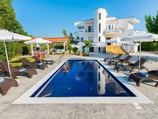 Next to sandy beach (50 m) Villa Giovanni with private pool, close to Faliraki