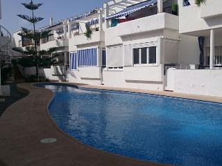 Dos dormitorios con piscina a 250m. de la playa ch. wifi