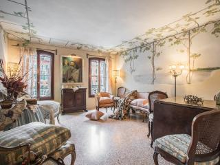 Petit Ca' Garçon - Luxury and wonderful apartment on the Canal Grande, winter, Venice