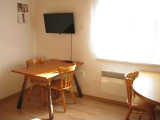 Apartments Milena - Cosy one bedroom apartment with nature views sleeps 2 - 5, Kranjska Gora