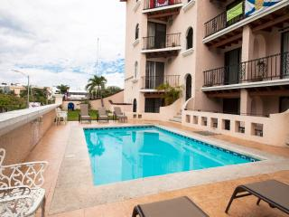 Condo 2 br 1 block 5th Ave n beach, Playa del Carmen