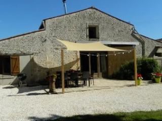 High Quality Family Friendly Gite with Heated Pool, Le Langon