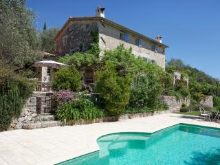 PROVENCAL FARMHOUSE: LARGE GARDEN, INFINITY POOL, Le Rouret