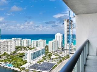 2BDR Beachwalk 30 Beach Service + Parking - FREE, Hallandale Beach
