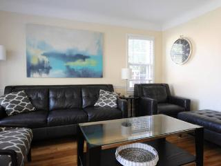 4 BEDROOM 2 1/2 BATH UPDATED BEAUTY, Oak Park