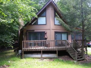 3 Bedroom Chalet with Air Conditioning, Pocono Lake