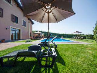 Villa Gilda 180sqm,  private pool, garden, sky-card and side castle & lake view