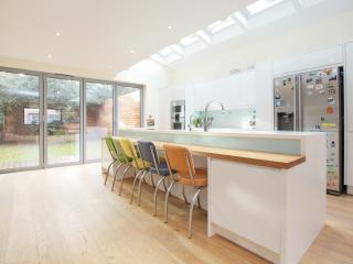 Beautiful family home on Beltane Drive, Wimbledon, Londres