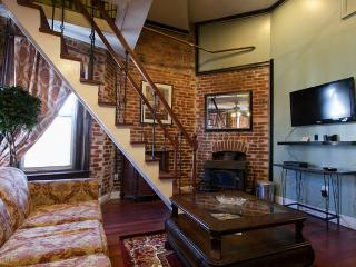The Perfect 4 Bedroom Home with Patios and Parking, Washington DC