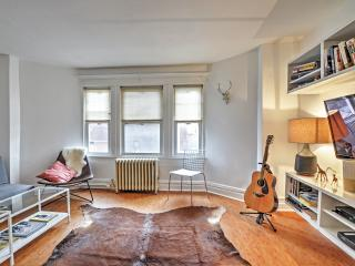 Last Minute Specials! Recently Renovated 1BR Brooklyn Apartment w/Wifi, Bright Interior & Skylight! Awesome Location - Walk to Delicious Restaurants! Minutes from Manhattan, Barclay's Center & More!