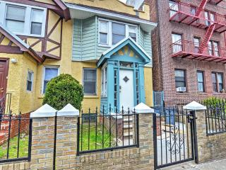 1BR Brooklyn Apartment w/ Wifi and Walking Distance to Restaurants! Minutes