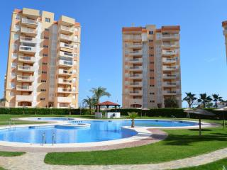 Sea View apartment for families, balcony, free wifi, communal pool
