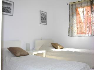 Dormitorio con 2 camas muy cómodo y con bonito interior
