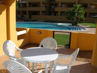 Poolside bungalow, patio, roof terrace, free wifi, satellite tv