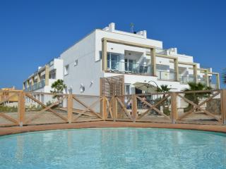 1st floor sea view apartment, free wifi, BBQ, communal pool