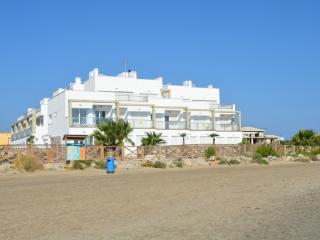 Sea view 1st floor apartment, free wifi, communal pool