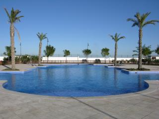 Family townhouse with parking, free wifi, terrace, communal pool