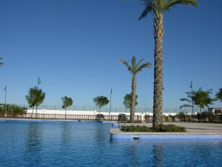 Townhouse, ideal for families, communal pool, free wifi, parking