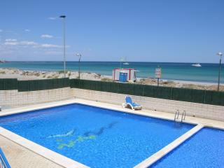 1st floor sea view apartment, free wifi, padel, gym, communal pool